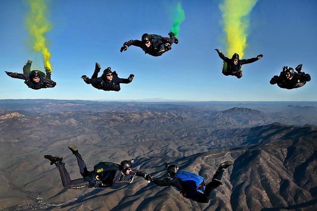 Airventure - Parachutsite en Formation