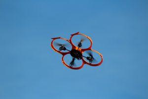 Drone Dans Un cCiel Bleu
